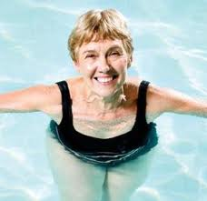old-woman-in-pool1
